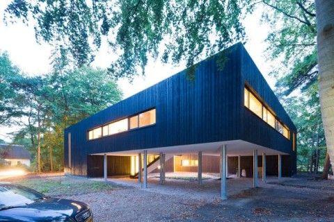 Casa Minimalista en el Bosque
