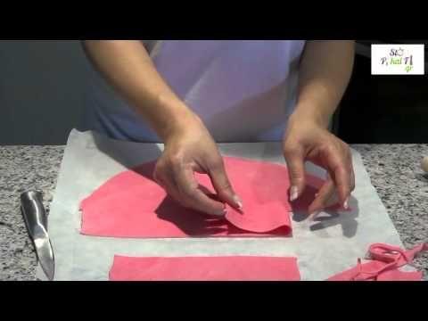 Διακόσμηση με ζαχαρόπαστα - Decorating with sugar paste - StoPikaiFi.g - YouTube