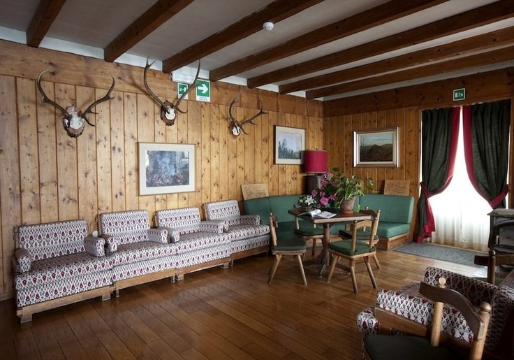 Oasi Zegna (Biella), un'immagine dell'interno del Bucaneve. Tutto arredato in tipico stile montano. www.oasizegna.com