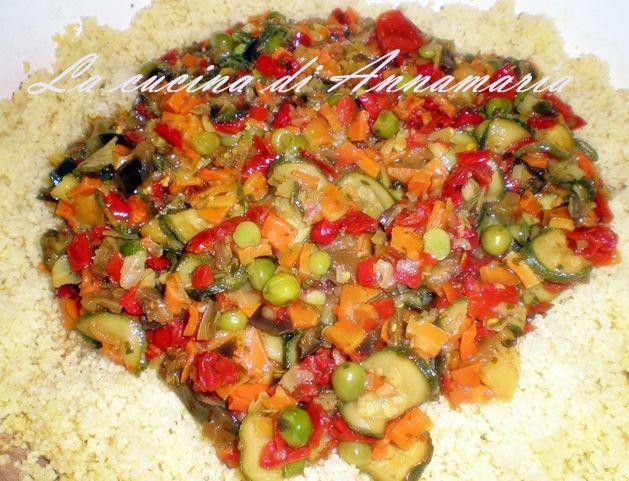 COUS COUS ALLA MAROCCHINA - Qui la #ricetta #BlogGz: http://blog.giallozafferano.it/lacucinadiannama/cous-cous-alla-marocchina-con-verdure-ricetta-etnica/ #GialloZafferano #couscous #verdure #primopiatto
