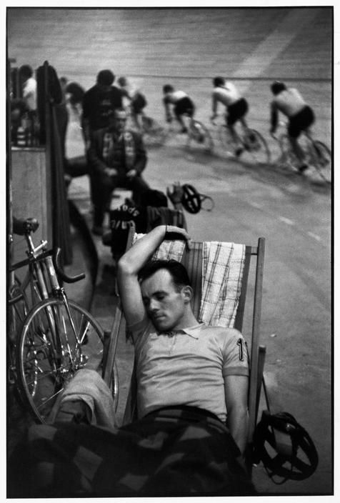 Henri Cartier-Bresson photograph of six day racing at the Vélodrome d'Hiver in Paris in 1957. The phpto is taken from Magnum's archive. If you're interested in seeing more, I'd suggest checking out the latest issue of Rouleur which has a profile of Cartier-Bresson's work.