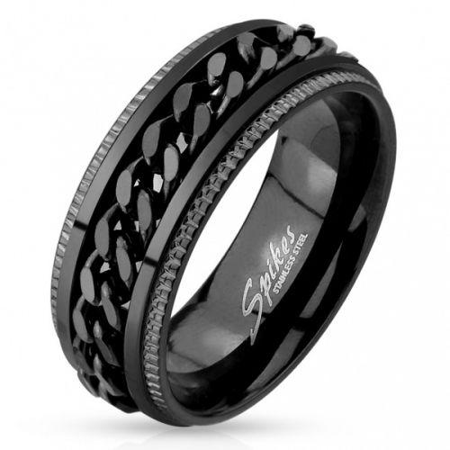 Tøff og stilig sort stålring fra Spikes, hvor kjettingen spinner på ringen. Ringen er avrundet i kantene og sitter behagelig på fingeren.  Materiale: Rustfritt stål Bredde: 8mm. R-M4397-8/B29  Leveres i flott gaveeske.