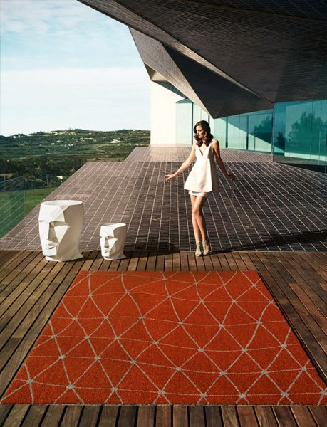 Koi Outdoor Rug - Teresa Sapey surprises us with her creations, this time through an item with a lot of personality, and a shape which is faceted, like that of a diamond.