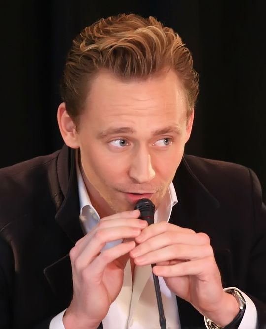 Tom Hiddleston attends a press conference for the Vietnam location filming of 'Kong Skull Island' in Hanoi on February 21, 2016. Source: http://www.weibo.com/1846858632/DiTrRuwpN?from=page_1005051846858632_profile&wvr=6&mod=weibotime Full size image: http://ww1.sinaimg.cn/large/6e14d388gw1f175lgasjxj20rs0ijwl6.jpg