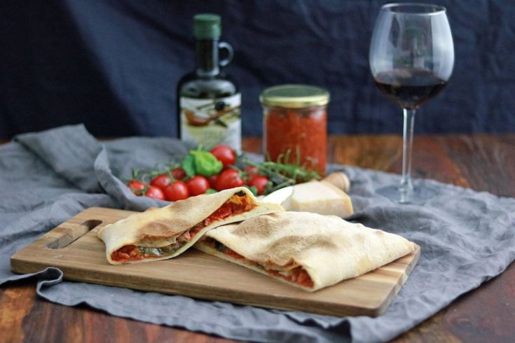 Italienliebe: Calzone mit Salsiccia, Spinat und Büffelmozzarella