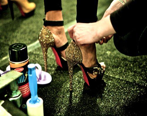 glittery: Killers Heels, Glitter Shoes, Front Doors, Parties Shoes, High Heels, Christian Louboutin, Stilettos, Young Girls, Girls Life