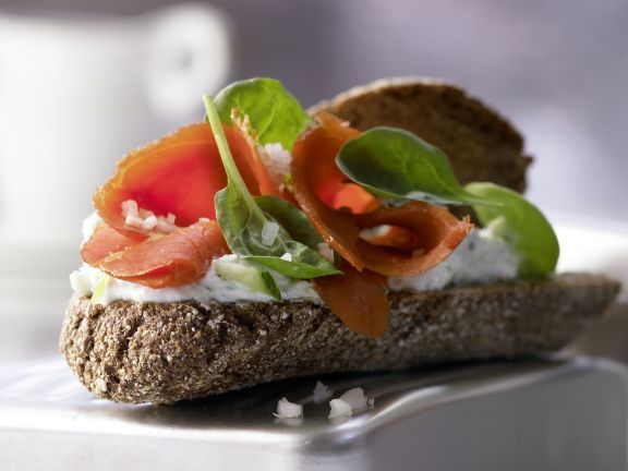 Smoked Salmon on Whole Wheat with Creamy Cucumber Sauce and Baby Spinach | Eat Smarter