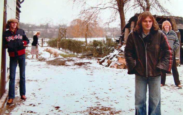 "David Gilmour's ""David Gilmour"" solo album photo shoot 1978 | David gilmour, Pink floyd fan, Pink floyd"