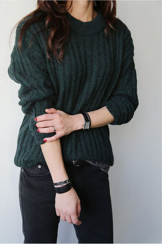 Fall style | green sweater + black watch + red nails + black skinnies