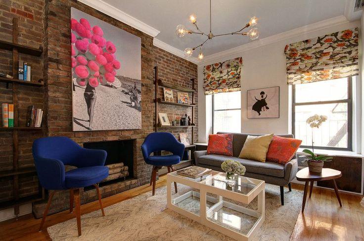 Как сшить римские шторы: 75+ вдохновляющих идей своими руками и пошаговая инструкция http://happymodern.ru/kak-sshit-rimskie-shtory-svoimi-rukami/ Модная Нью-Йоркская гостиная с ярким гармоничным цветовым сочетанием на римских шторах Смотри больше http://happymodern.ru/kak-sshit-rimskie-shtory-svoimi-rukami/