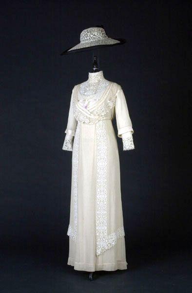 NALEHKO, jarní a letní oděvy z období 1830 – 2002 ze sbírek UPM - CZECHDESIGN.CZ