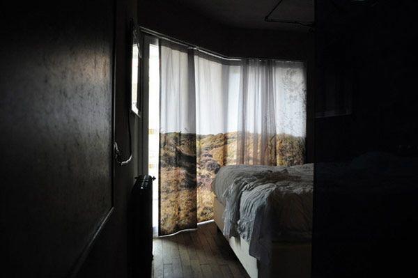Luce naturale in casa: chi vuole intendere, in TENDA da interni http://www.tentazionedonna.it/chi-vuole-intendere-in-tenda-da-interni/ #design #arredamento #casa #tende  il paesaggio in una tenda