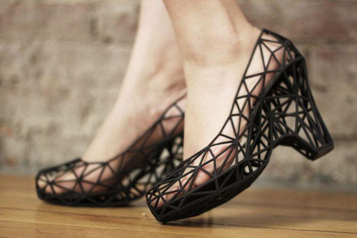 Schoenen die uit de printer rollen
