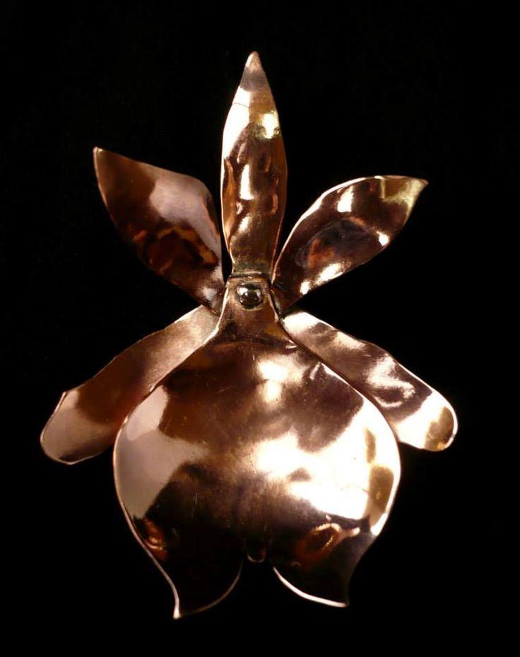 Joyería artesanal - Orquídea en cobre, centro y gancho en plata https://www.facebook.com/LeFeu
