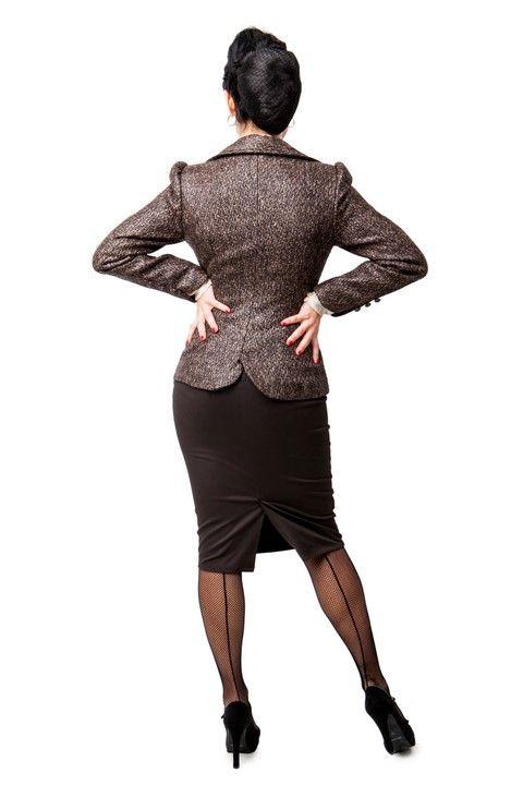 Chaqueta DIXIE   Americana corte vintage, tejido chanel plastificado DIXIE TUBO. Falda de tubo, corte cruzado delantero, ribetes en beig y botones forrados en tejido chanel plastificado jaspeado marrón.#Presumidas #AndreaPalau #soypresumida #PresumidasElegance #moda #moda50s #años50 #1950sfashion #ropavintage #m#pinup #pinupgirl #fiftties #fifttiesstyle #fifttiesgirl #cool #estampadosvintage odavintage #vintagestyle#vintageoutfits #vintagetrends