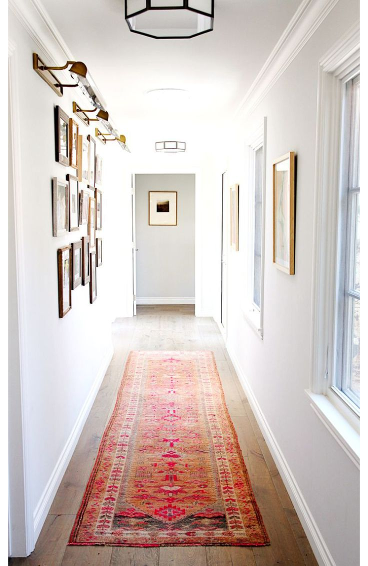 Spelen met kleine kleurrijke vloerkleden