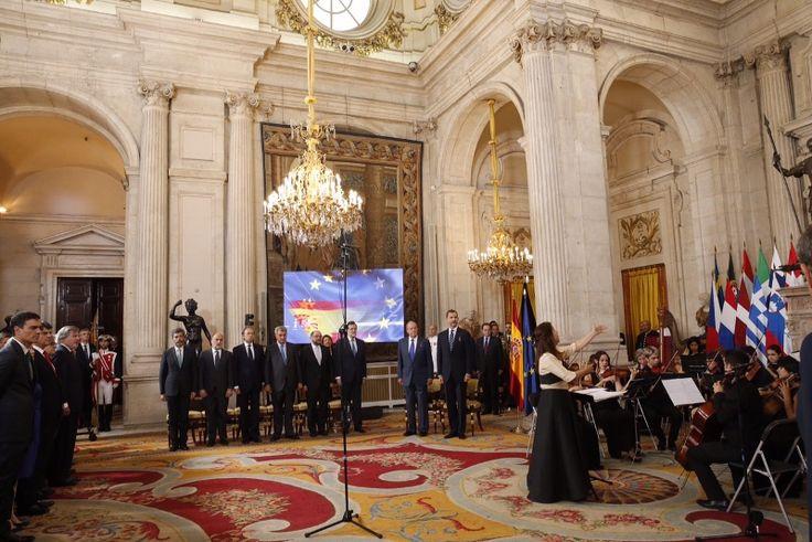 Vista general del Salón de Columnas durante la interpretación del himno nacional y del himno de Europa Palacio Real de Madrid, 24.06.2015