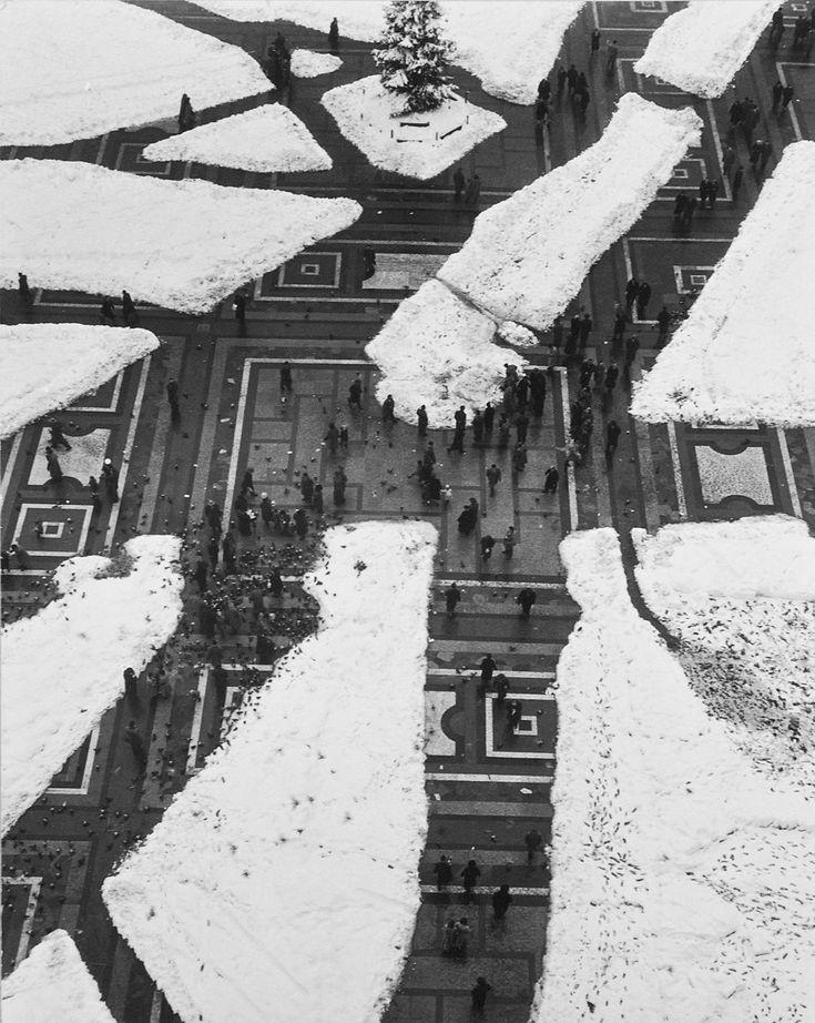 Sagrato di piazza del Duomo, Milano, 1951. - (Mario De Biasi, per Mondadori Portfolio)