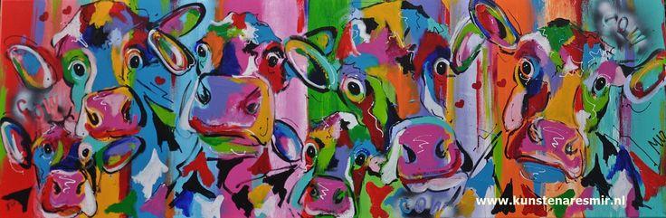 Veelzijdig kleurrijk kunstenares Mir/ Mirthe Kolkman waaronder koeienschilderes. Koe kleurrijke koe koeienkunst kleurrijk kunstwerk koe in de wei hollandse koe gezellige vrolijke koe koeienkop cows from holland cowpainting koeienschilderij koeien schilderen dierenschilderij hartjes grappige koeien dutch cows cowartist groep koeien Dutch artist Mir paints funny happy colourful cows from Holland