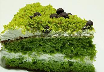 Ispanaklı pasta denediniz mi? :)  http://neduydum.com/ne-pisirsem/119/ispanakli-pasta/79775.htm