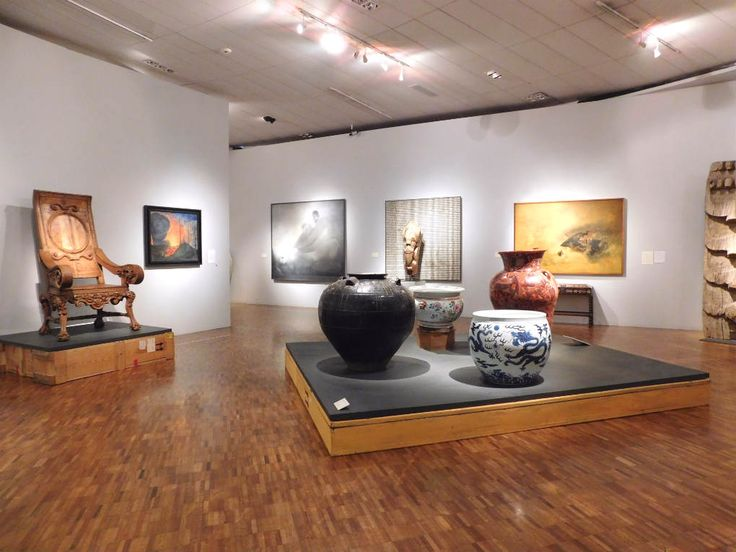 """La exposición """"Amados Objetos"""" se exhibe en el Museo de Arte Moderno del Mayo a Octubre 8 de 2017.  Se exhiben 180 obras, 40 piezas pertenecientes al acervo del MAM y 140 piezas de la colección de Rodrigo Rivero Lake.¡Te invitamos a visitarla!"""