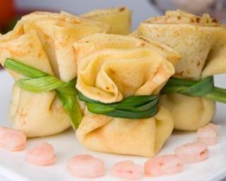 Crêpes aux crevettes et au curry en aumônières : http://www.fourchette-et-bikini.fr/recettes/recettes-minceur/crepes-aux-crevettes-et-au-curry-en-aumonieres.html