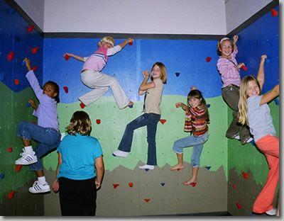 vertical climbing wallKids Diy, Kids Stuff, Indoor Climbing, Climbing Wall, Kids Room, Kids Ministry, Rocks Climbing, Buildings Climbing, Kids Rocks