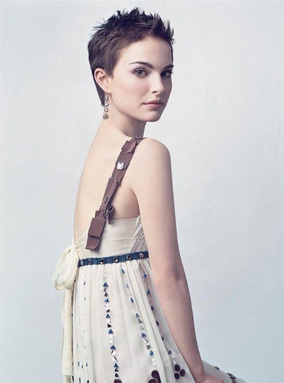 Natalie Portman, I like her dress... the hard n softness of it is nice.