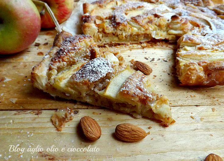 la torta sfogliata mele e mandorle è un dolce di una semplicità unica ma molto gustoso e scenografico il suo guscio rimane molto croccante