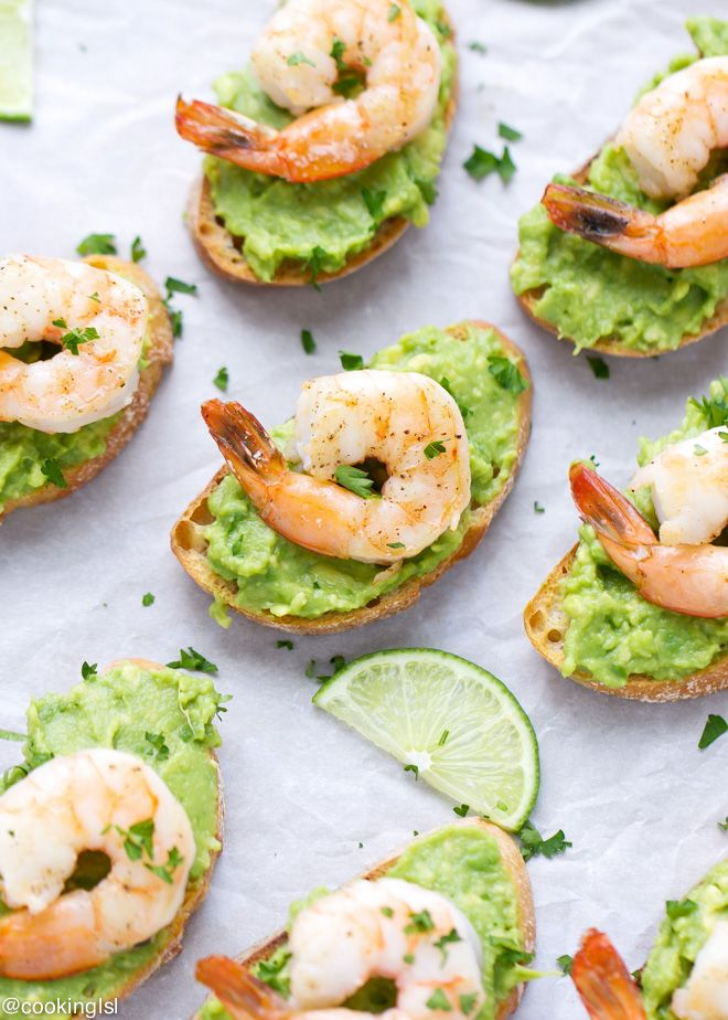 Avocado And Shrimp Crostini / the perfect healthy appetizer for your guests