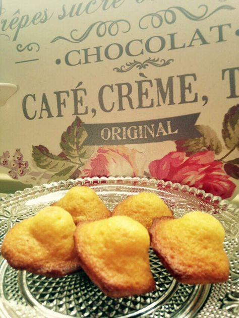 J'ai essayé beaucoup de recettes de madeleines et celle-ci est ma favorite ! Vous ferez des enfants heureux ! Il faut bien laisser votre pâte reposer au frais, et bien préchauffer votre four, c'est le choc thermique qui vous fera une belle bosse :) Pour...