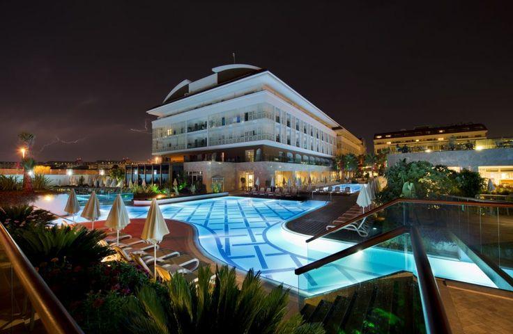 Trendy Verbena Beach Hotel - Eşsiz doğası ve dünyanın en güzel ince kum sahilleriyle ünlü Evrenseki beldesindeki sahil yürüyüş yolunda, şık ve modern bir mimariyle tasarlanan Trendy Verbena Beach'te Akdeniz iklimini huzurla soluyacaksınız. Trendy Hotels'in en yeni halkası olan ve …