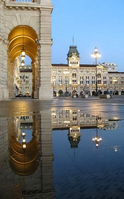 Piazza dell'Unità d'Italia, Trieste, Italia | Flickr - Photo by Luca Zappacosta