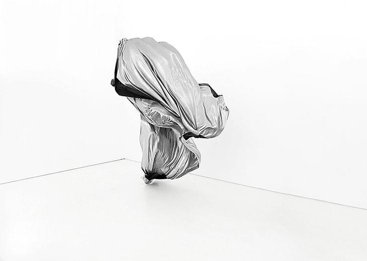 現実と空想との境目を横断するかのような幻想的なビジュアルを創出する、フィンランドのアーティスト Ville Andersson 日本初個展 – HITSPAPER