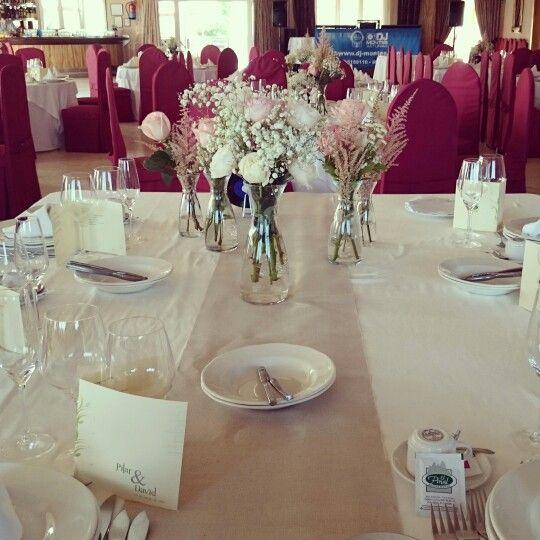 Mesa presidencial. Boda romántica y vinilos. Wedding table decoration. David Austin roses, paniculata, tanacetum baya, ecuador roses.