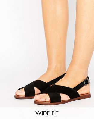 Кожаные босоножки для широкой стопы с ремешками крест-накрест New Look
