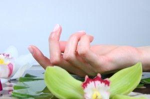 wij hebben een geheel natuurlijke nagelcreme voor mooie, sterke, glanzende nagels