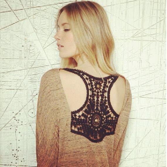 Blusas con espaldas espectaculares para deslumbrar estas Navidades. #Fashion #regalos #navidad  http://www.neodalia.com/es/ventas/moda-mujer-tunica/tunica-espalda-calado