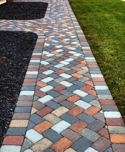 #grinnellpavers #SPARTAN 1 #PAVERS #mix of #colors #colorthrough #creative #walkway #paverwalkway #paverwalk #buckskin #brownflash #greyflash #natural #charcoal #hardscape #outdoorliving #wfan #homedesign #patioliving #patiolife #backyardlife #backyardliving #pavingstones #retainingwall www.grinnellpavers.com