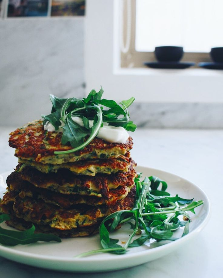 Tell me - I'm super curious - do you plan out your weekly dinners on a Sunday or do you just wing it daily? Or is there another way you sort out your nightly eating? . We seem to ebb and flow in our house from planning exact meals and buying the ingredients needed (yay no wastage) to buying a plethora of ingredients (mainly vegetables) and creating things on the fly. Both work for us  but I'd love to hear your story. . Recipe for these zucchini fritters is on the blog for my northern…