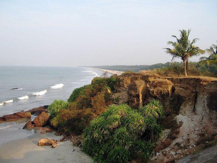 File:Meenkunnu Beach (5437302359).jpg
