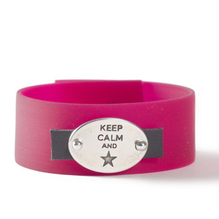 "Breites Armband mit buntem PVC-Band und großem Armbandverbinder ""Keep calm"""""
