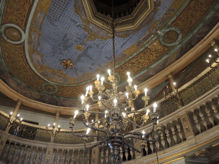 Women's gallery and ceiling in the Ashkenazi Synagogue