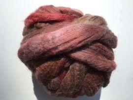 Zelf geverfde merinowol met zijde, oud rosé, per 50 gram