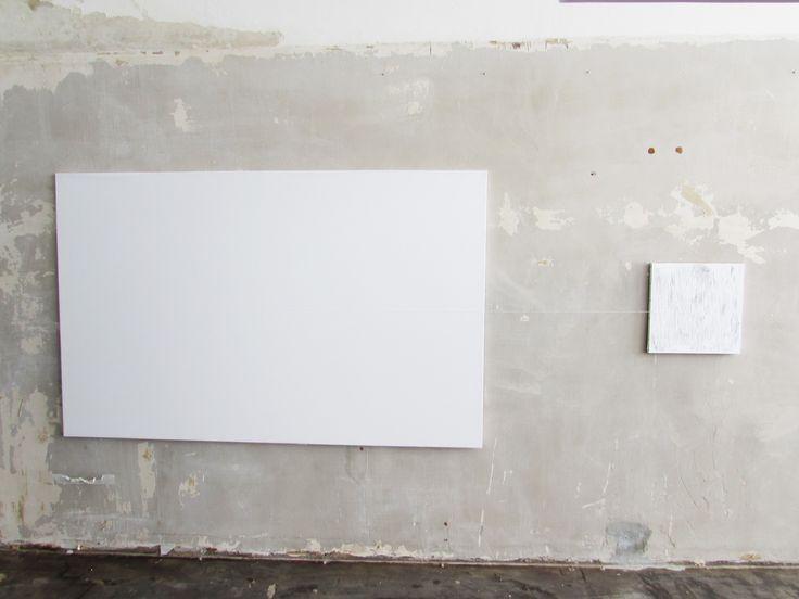 Conosciamo gli #artisti Letizia Scarpello L'artista nell'opera SENZA FILO inserisce una serie di sperimentazioni che superano i limiti spaziali della  superficie tela.  Qui il link dell'evento: http://www.mostra-mi.it/main/?page_id=12521
