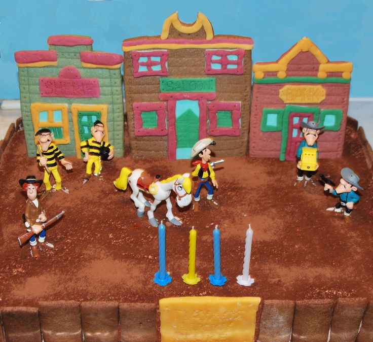Lucky Luke birthday cake, with sheriff's office, saloon and bank made of biscuit and fondant