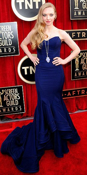 Navy is the color of the night, and no one looks better in it than the Les Misérables star, who updates her Old Hollywood Zac Posen gown with an unexpected Lorraine Schwartz pendant and fresh coral lips. http://www.peoplestylewatch.com/people/stylewatch/package/gallery/0,,20658242_20665208,00.html#