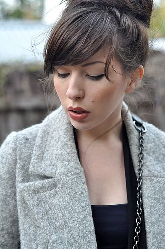 Love those bangs...i want bangs! <3 Just not sure if I could train my hair (deep side part)