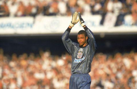 A seleção de jogadores negros que defenderam o Corintians começa com Dida no gol. O arqueiro defendeu o Corinthians de 1999 a 2000 e em 2002. Ele disputou 94 jogos, com 53 vitórias