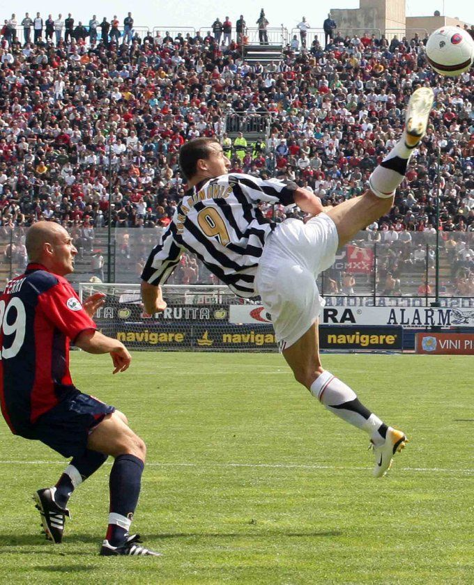 Zlatan taekwondo, Juventus -- 30 photos of Ibrahimoviç demonstrating his ability to get his feet to angles and altitudes mere mortals [incl. any of his opponents; any] can only dream of on account of his celestial taekwondo hamstrings.